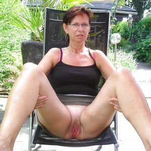 Amellia female swinger clubs Eggertsville